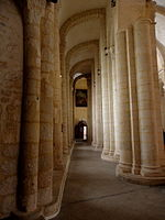 Saintes (17) Basilique Saint-Eutrope Intérieur 10.JPG