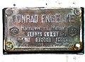 Schild mit Plomben an einem der 2 älteren 77000l- Ausgleichs- und Wassertanks von 1963, Conrad Engelke, Hannover-Limmer, bis 6 Atü bis 250 Grad Celsius.jpg