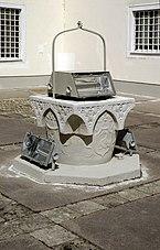 Schloss_Sonnberg_Brunnen.jpg