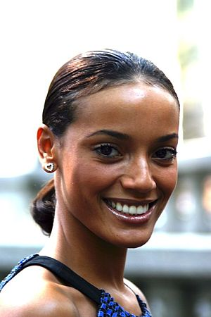 Selita Ebanks - Smiling Ebanks during Mercedes-Benz Fashion Week, September 2007