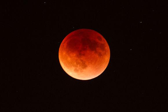 September 2015 Lunar Eclipse (as seen from Marin County, CA).jpg