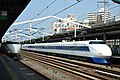 Shinkansen 100 (JR west color and original color) (8086237937).jpg