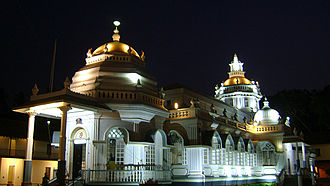 Mangueshi Temple - Image: Shri Mangeshi temple in the night