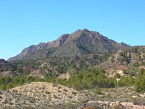 Sierra del Molino Calasparra desde embalse Alfonso XIII.jpg