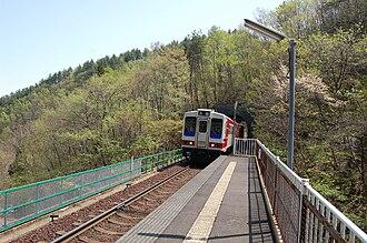 Sanriku Railway - A train arriving at Shiraikaigan Station in May 2008