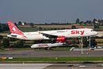 "Sky Airlines Airbus A321-131 TC-SKI ""Antalya"" (20820627563).jpg"