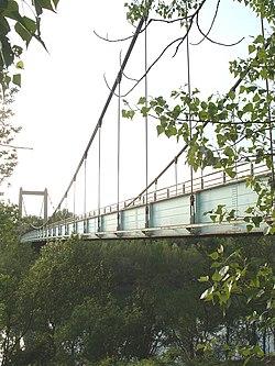 Le pont suspendu.