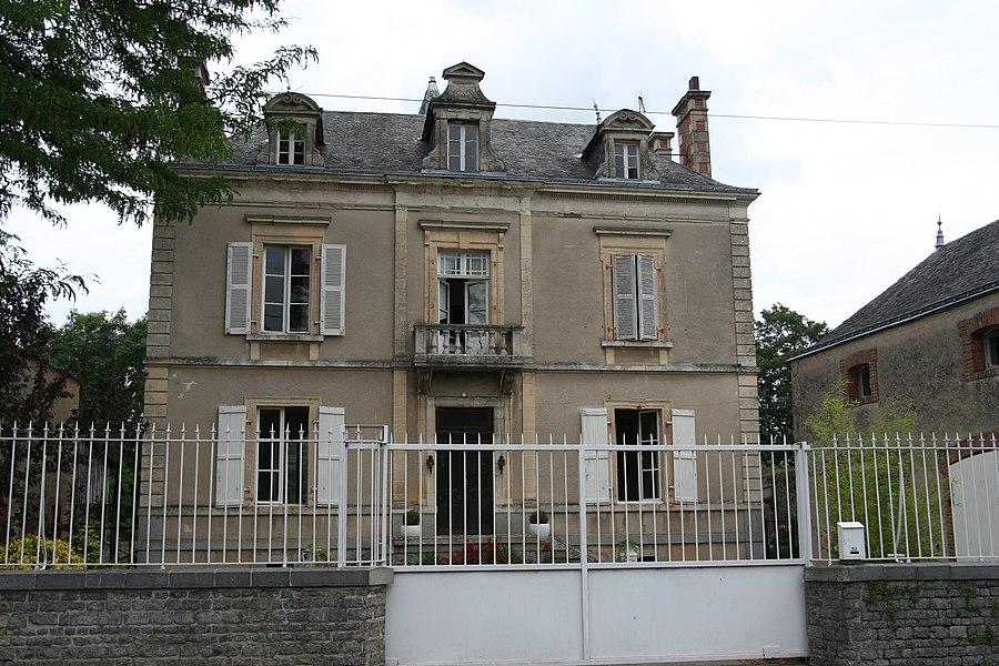 Maison à Soulgé-sur-Ouette.