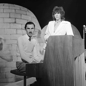 Sparks (band) - Sparks on TopPop, 1974.  From left: Ron Mael and Russell Mael