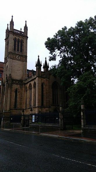 Ramshorn Cemetery - St David's Church and the entrance to Ramshorn Cemetery on Ingram Street, Glasgow
