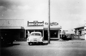 English: Small businesses in Biloela, 1949 Mai...