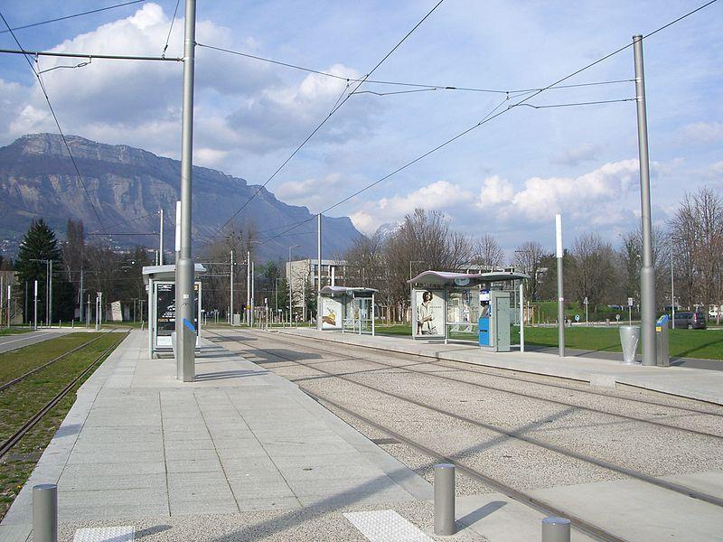 800px-Station_tram_Hector_Berlioz_campus_Grenoble.JPG