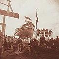 Stoomboot loopt van stapel bij scheepswerf Boele te Bolnes 30-03-1912.jpg