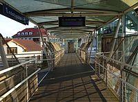 Strančice, nádraží, lávka (01).jpg