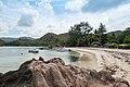 Strand auf der Insel Curieuse, Seychellen (24749008267).jpg