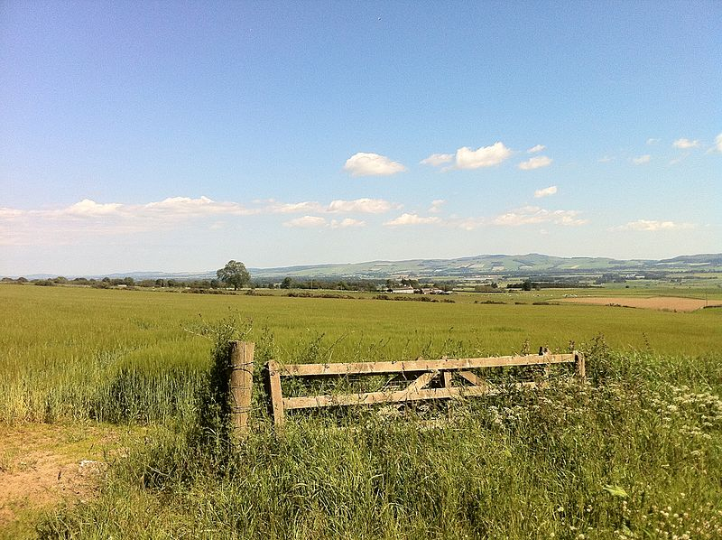 Strathmore valley, towards Dundee from just south of Rattray.