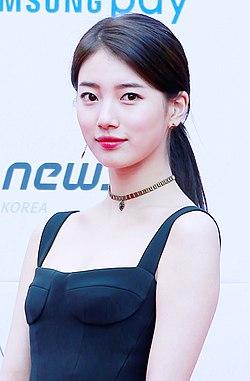 Suzy at Asian Artist Awards, 11 November 2017 02.jpg