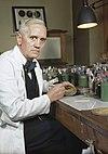 Un hombre en su laboratorio