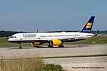 TF-LLX Boeing B757-256 B752 - ICE (20952185959).jpg