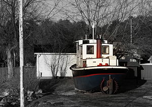 Temiskawa park tugboat from bryson, QC.jpg