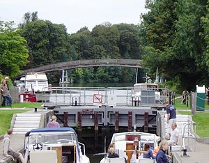 Temple Lock - Looking upstream towards the footbridge