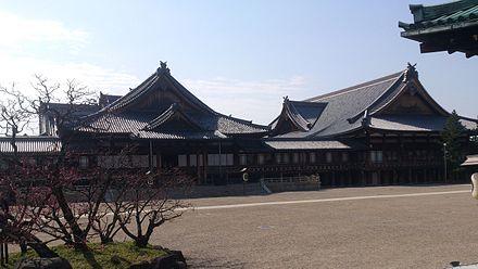 教祖殿から見る北礼拝場