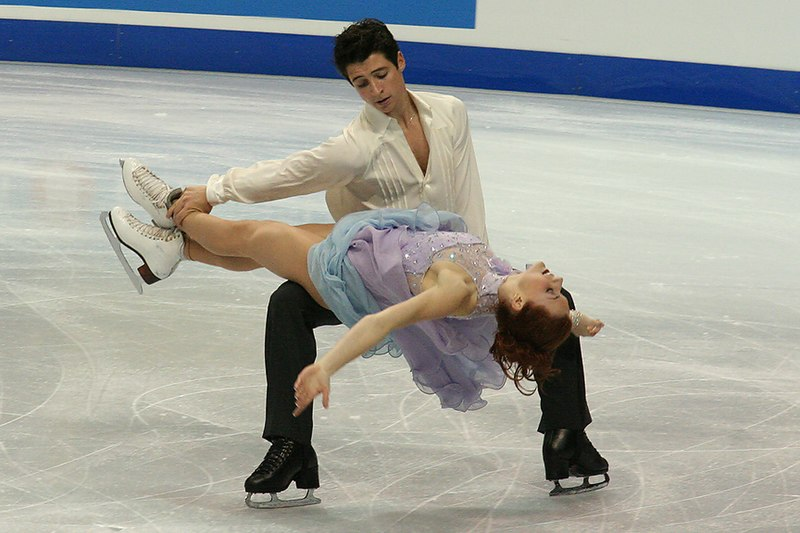File:Tessa Virtue & Scott Moir Lift - 2006 Skate Canada.jpg