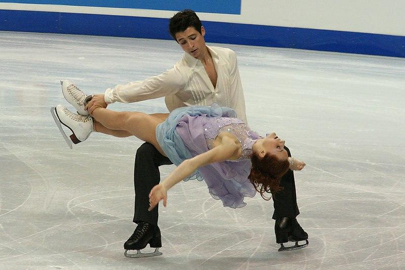 File:Tessa Virtue & Scott Moir Lift - 2006 Skate Canada.jpg