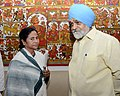 The Chief Minister of West Bengal, Kumari Mamata Banerjee meeting the Deputy Chairman, Planning Commission, Shri Montek Singh Ahluwalia for finalizing annual plan 2013-14 for the State, in New Delhi on April 09, 2013.jpg