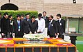The Premier of the State Council of the People's Republic of China, Mr. Li Keqiang laying wreath at the Samadhi of Mahatma Gandhi, at Rajghat, in Delhi on May 20, 2013.jpg