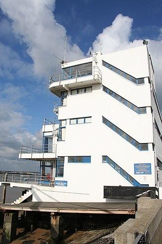 Joseph Emberton - The Royal Corinthian Yacht Club - geograph.org.uk - 752763
