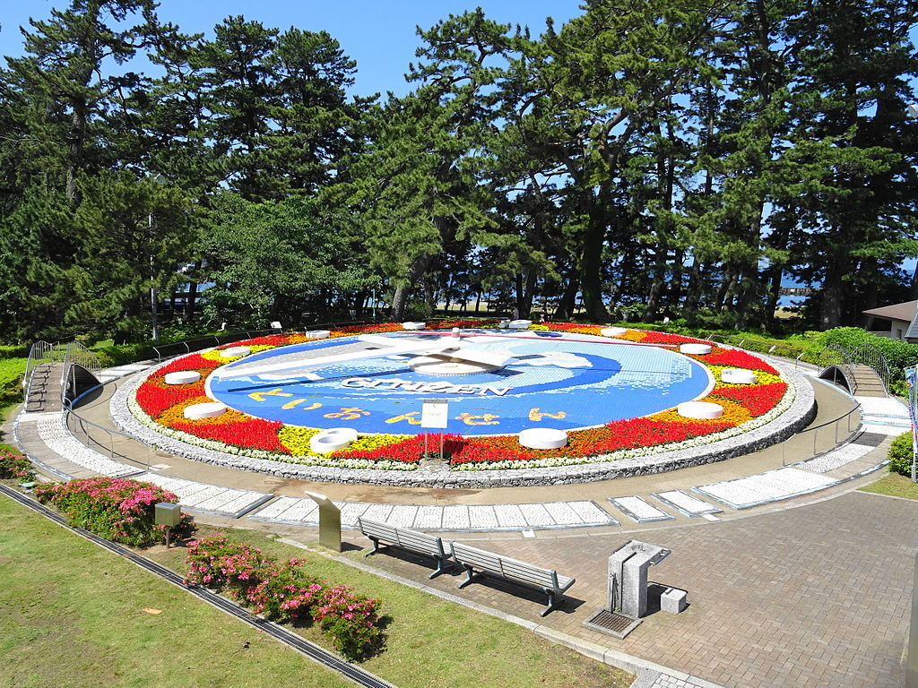 https://upload.wikimedia.org/wikipedia/commons/thumb/b/bf/Toi_FlowerClock01.JPG/1024px-Toi_FlowerClock01.JPG