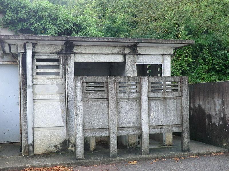 Toilettes publiques de Bourg-Saint-Christophe.