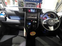Toyota ROOMY CUSTOM G-T (DBA-M900A-AGBVJ) interior.jpg