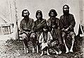 Tschechow, Anton - Eine Gruppe von Ainus, Ureinwohner Südsachalins (Zeno Fotografie).jpg