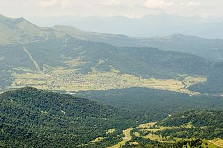 Tsikhisjvari (view from Mt Tskhratskaro).jpg