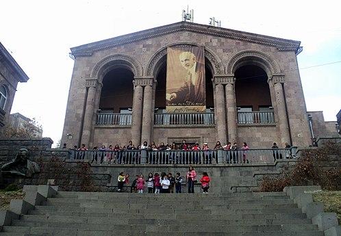 Tumanyan museum of Yerevan.jpg