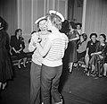Twee meisjes verkleed als matroos op een dansfeest met overwegend jonge dames, Bestanddeelnr 254-0152.jpg