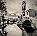 Un giro tra ponti e canali di Comacchio.jpg