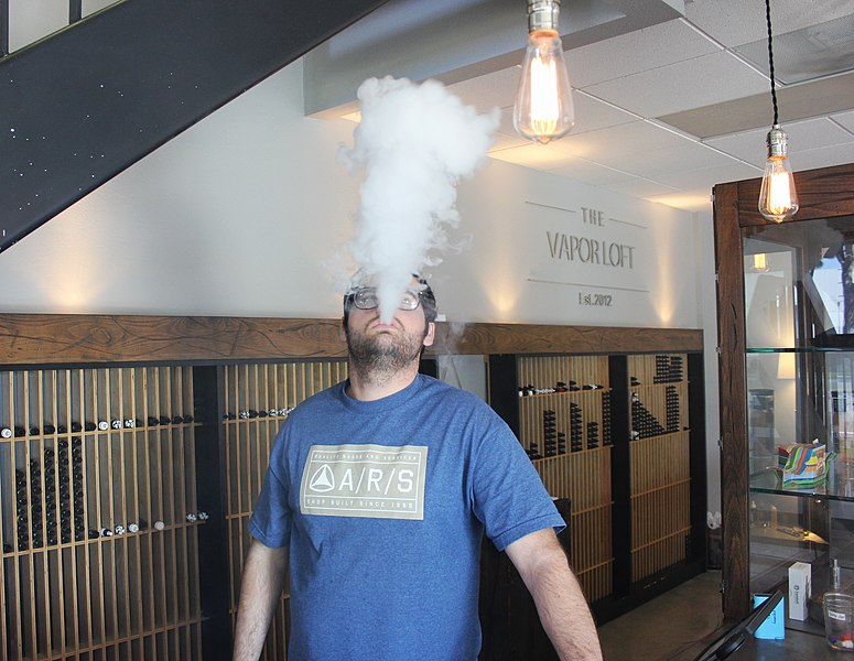File:Vaping-Vape Cloud-E-Cigs (26113473285).jpg