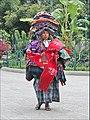 Vendeuse de souvenirs (Antigua, Guatemala) (6941638140).jpg