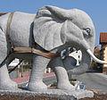 Verkehrskreisel mit Elefant Pflug und Bauer Hans Buch.JPG
