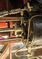 Verkehrsmuseum Dresden Güterzug - Tenderlok Muldenthal Detail Treibradsatz mit Dampfzylinder XIX.jpg
