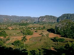 Viñales Valley (November 2004).jpg