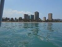 Vista desde un bote de la ciudad de barcelona.jpg