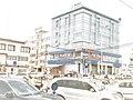 Vue de profil d'une banque a cotonou-Bénin.jpg
