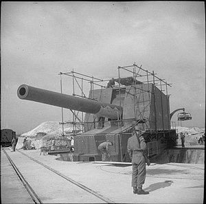 Dover Strait coastal guns, 1940–1944 - Image: Wanstone Battery 15 inch gun 18 05 1942 IWM H 19833