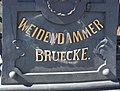 Weidendammer Bruecke Inschrift.jpg
