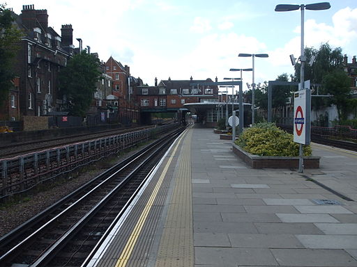 West Hampstead tube stn westbound look west 2012