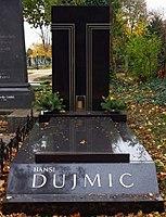 Wiener Zentralfriedhof - Gruppe 33A - Hansi Dujmic (1).jpg